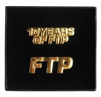 """!FTP - Pin Set 10 Years """"Dourado"""" -NOVO-"""