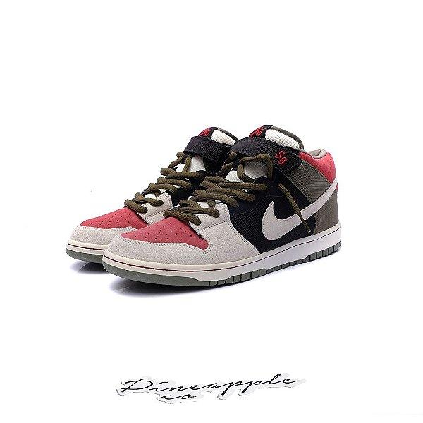 "Nike SB Dunk Mid ""Black/Sail/Varsity Red"" -USADO-"