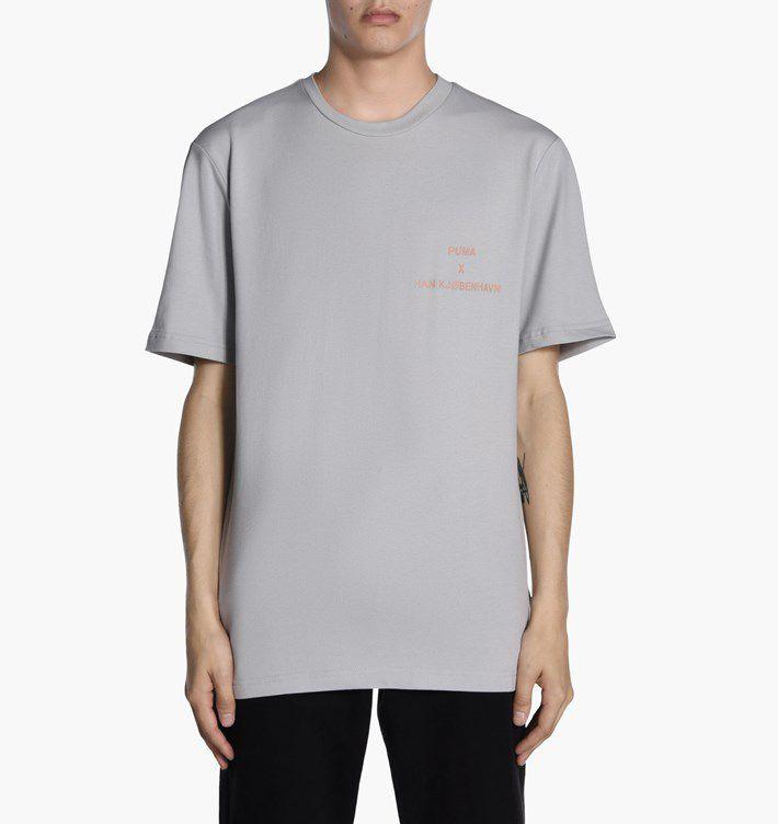 "PUMA x HAN KJØBENHAVN - Camiseta Logo ""Cinza"" -NOVO-"