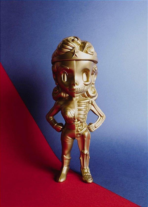 XXRAY+ - Boneco Wonder Woman Gold Edition