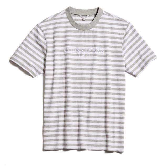 """GUESS x ASAP ROCKY - Camiseta Strip GUE$$ """"Cinza/Branco"""" -NOVO-"""