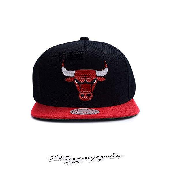 "MITCHELL & NESS - Boné Tuff Weld SnapBack Chicago Bulls ""Preto/Vermelho"" -NOVO-"
