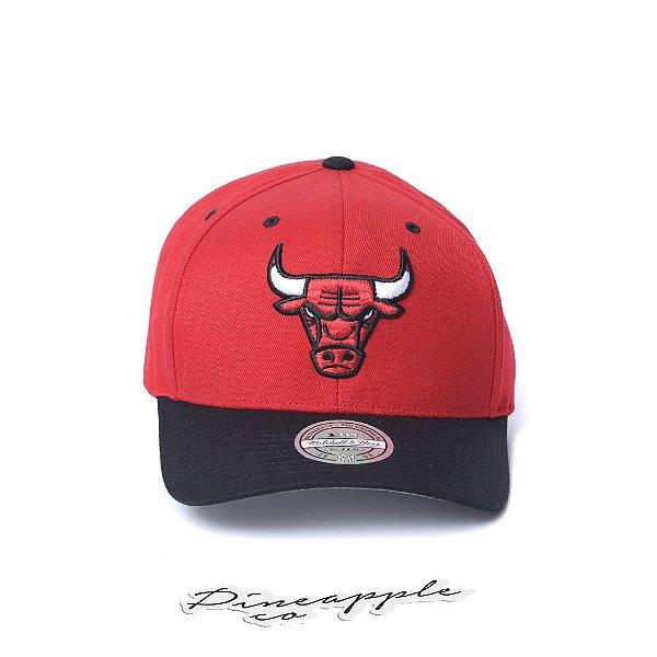 """MITCHELL & NESS - Boné XI Logo 2 Tone NBA Chicago Bulls """"Vermelho/Preto"""" -NOVO-"""