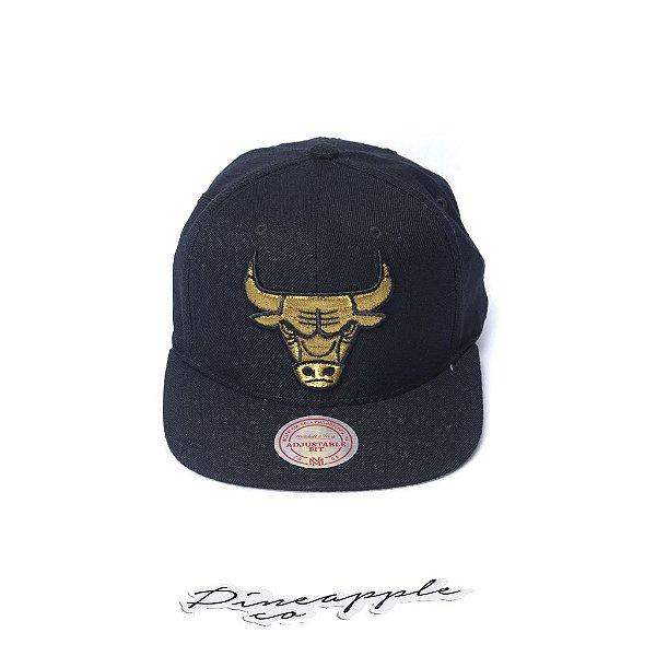 """MITCHELL & NESS - Boné Team Gold Snapback Chicago Bulls """"Preto/Dourado"""" -NOVO-"""