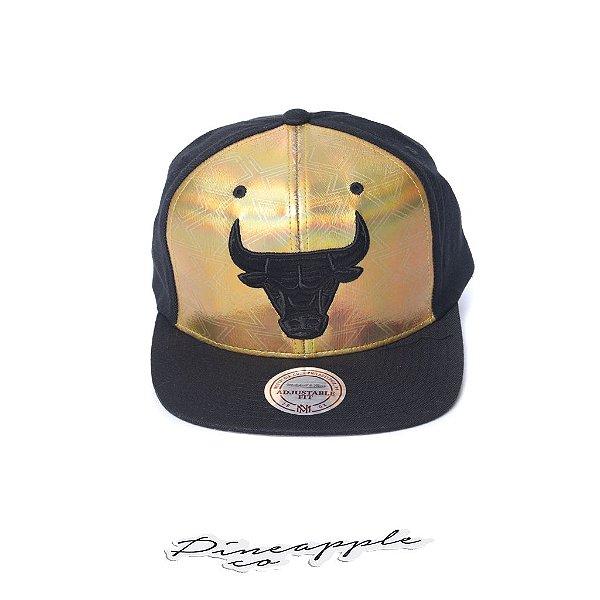 "MITCHELL & NESS - Boné NBA Gold DNA Chicago Bulls ""Preto/Dourado"" -NOVO-"