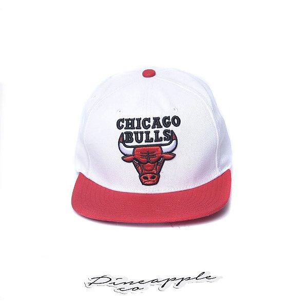 "MITCHELL & NESS - Boné Chicago Bulls ""White/Red"""
