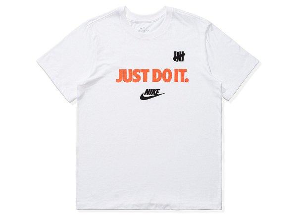 """NIKE x UNDEFEATED - Camiseta Just Do It """"Branco"""" -NOVO-"""