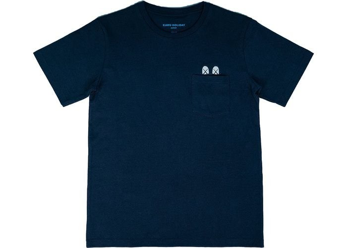 "KAWS: HOLIDAY JAPAN - Camiseta Pocket ""Marinho"" -NOVO-"