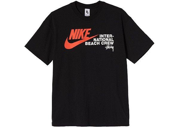 "NIKE x STUSSY - Camiseta International Beach Crew ""Preto"" -NOVO-"