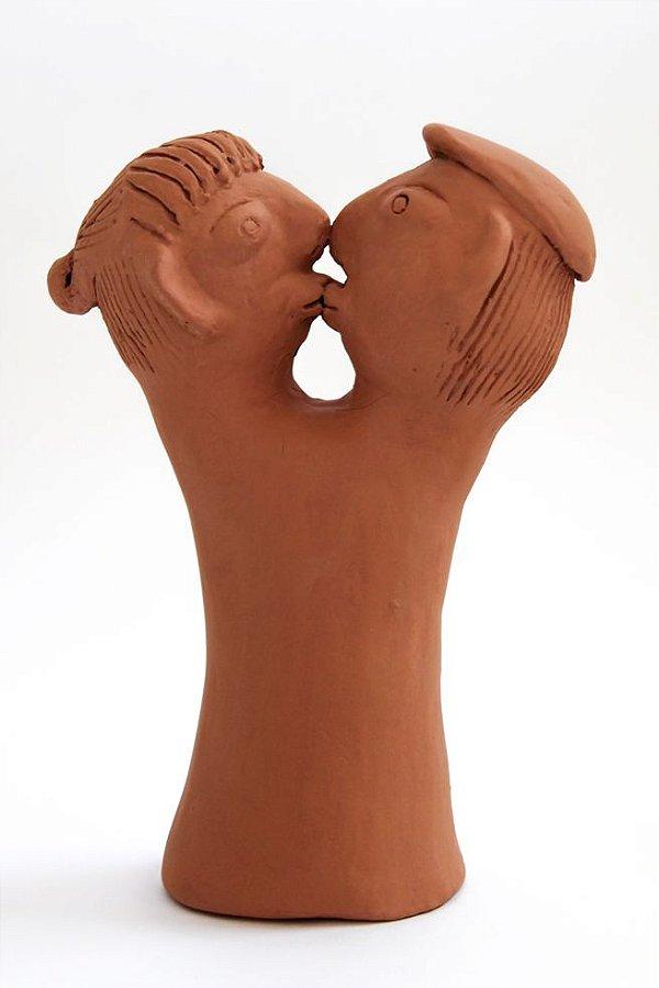 Escultura de terracota O Beijo - Mestra Irinéia