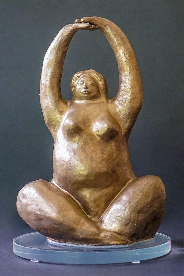 Escultura de cerâmica Mulher Yoga - Silvana Tinelli