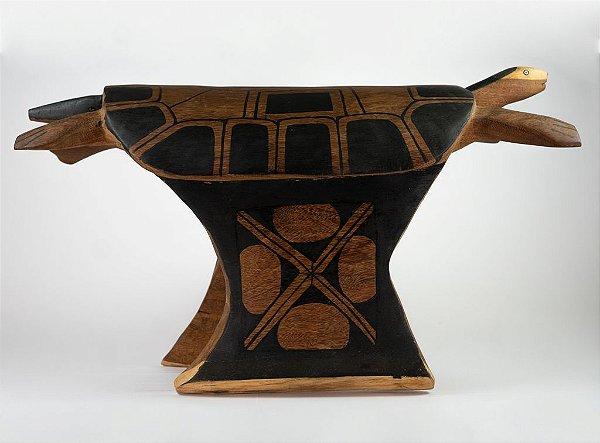 Banco de madeira em formato de Tartaruga - Tribo Mehinako