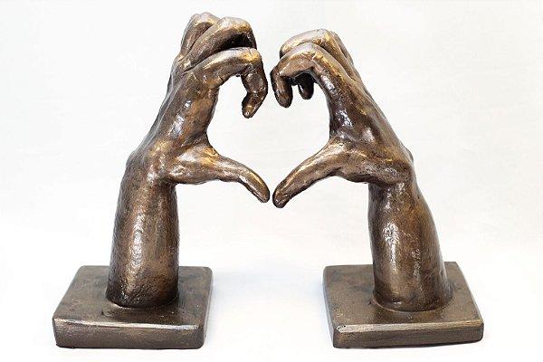 Escultura de cerâmica Coração com as Mãos - Silvana Tinelli