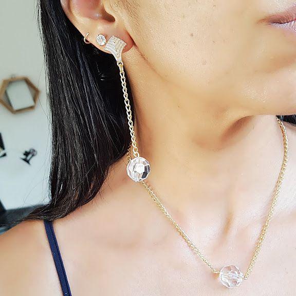 Conjunto de colar e brinco dourado com pedra cristal