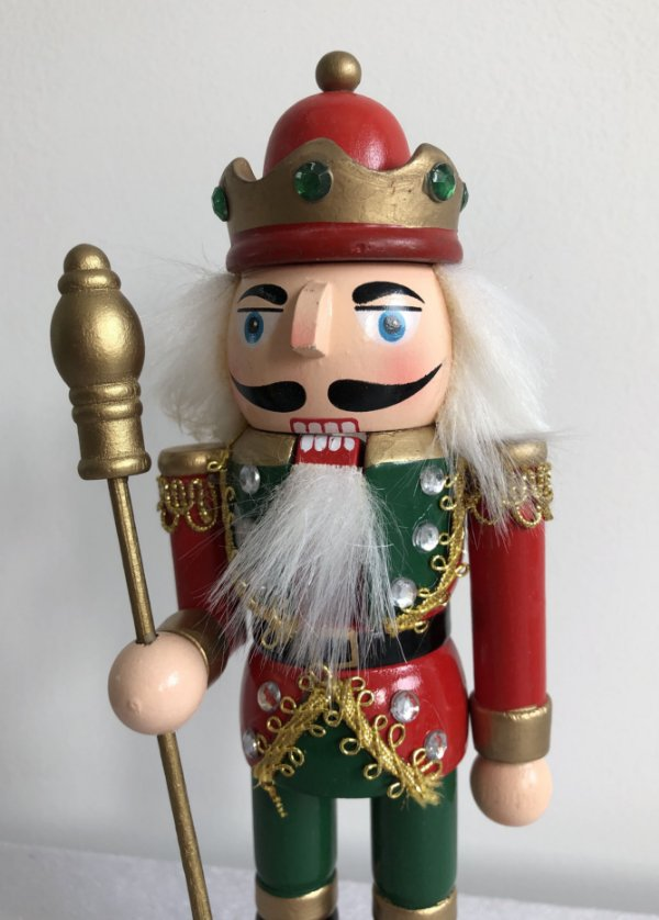 Soldado Quebra Nozes - 20 cm - vermelho/verde