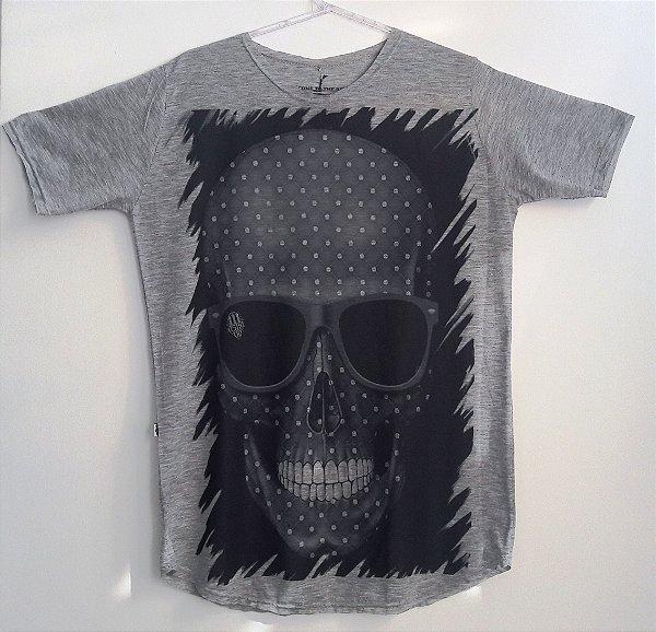 Camisa Long Line Cinza estampa Caveira
