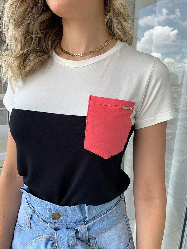 T-shirt Vânia Branco e Preta (bolso rosa)