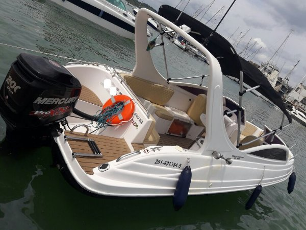 Lancha Costa Dourada 260 com motor Mercury Pro Xs 2015