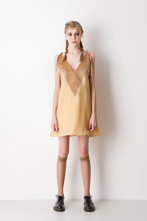 Vestido Curto  Slip Dress Mostarda com Dourado
