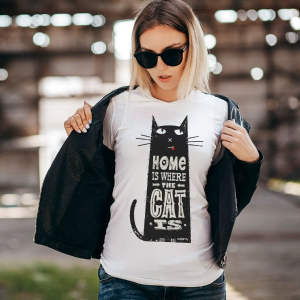 Camiseta Baby Look Home Is Where The Cat Is