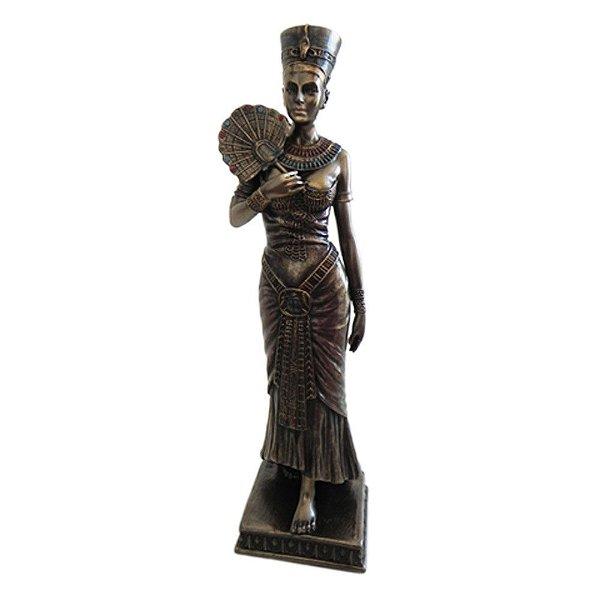 Deusa Nefertiti com Leque