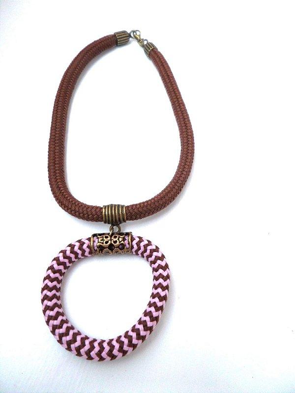 Colar de Corda Pingente Argola de Corda fecho Imã (marrom e mesclado com rosa)