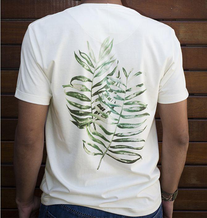 Camiseta em Algodão Orgânico - Estampa Folhas de Palmeira - Artista Juliana Sakamoto