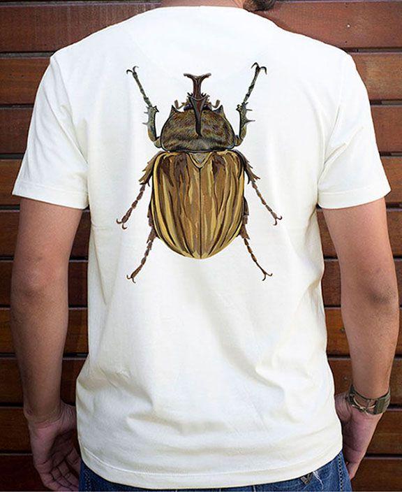 Camiseta Masculina em Algodão Orgânico - Estampa Besouro - Artista Cristiane Gardim