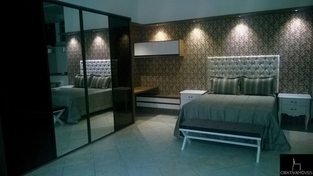 Dormitório Sob Medida com portas de correr, cabeceira estofada venha conferir mostruário na loja.