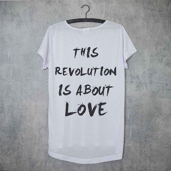 LOVE IS REVOLUTION - ESTAMPA NAS COSTAS LONG TEE
