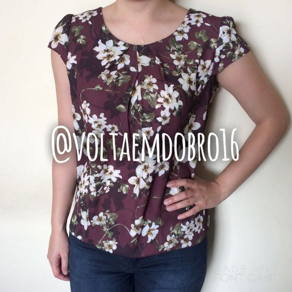 Blusa Pregas Basic Flower