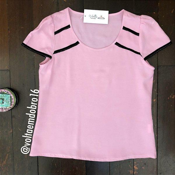Blusa Plus Size Rosa com Aviamento