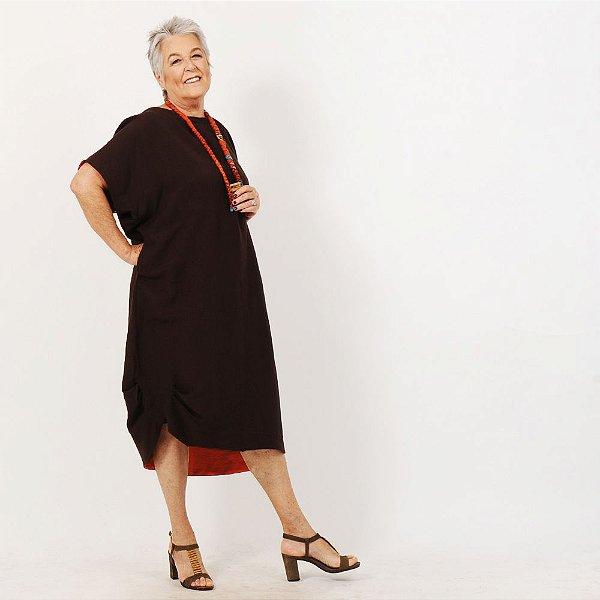 Vestido Plus Size de Linho Tubo Marrom com Laranja