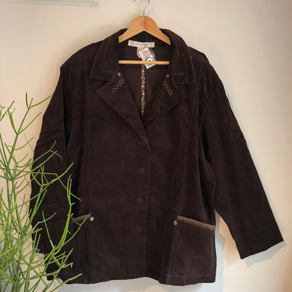 Casaco Plus Size de Veludo Cotelê Marrom