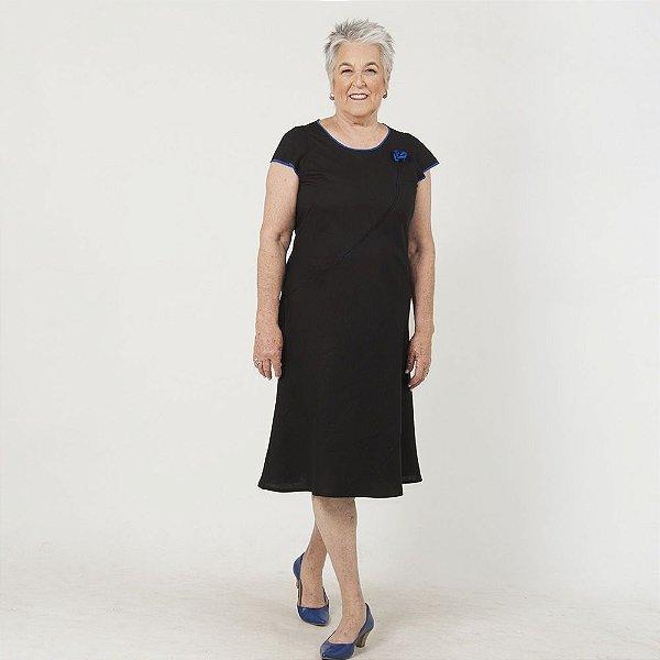 Vestido Plus Size de Linho Midi Preto Detalhe Azul Royal