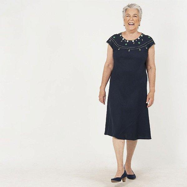 Vestido Plus Size de Linho Midi Marinho Bordado Decote