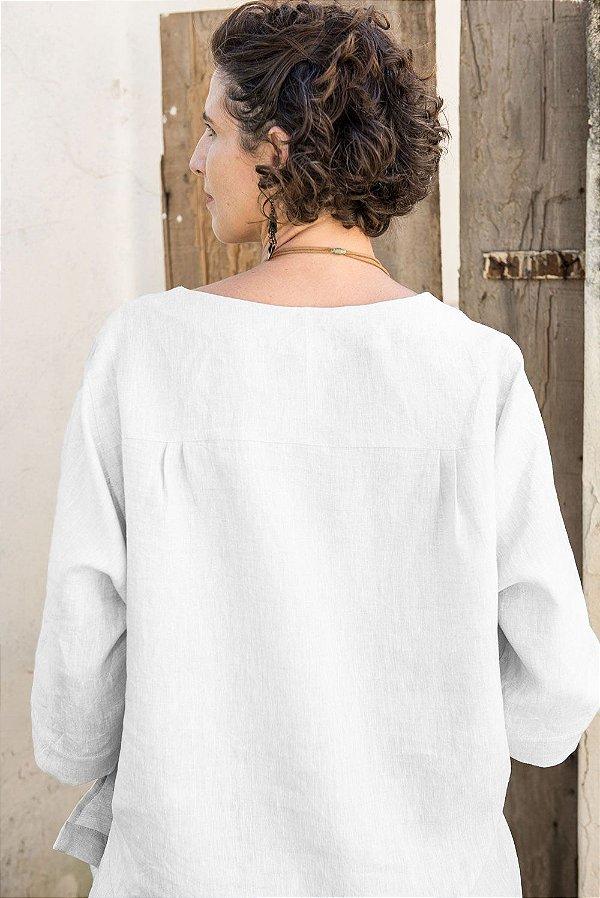 Blusa Sicília Decote V de Linho Off White . Pré-Venda