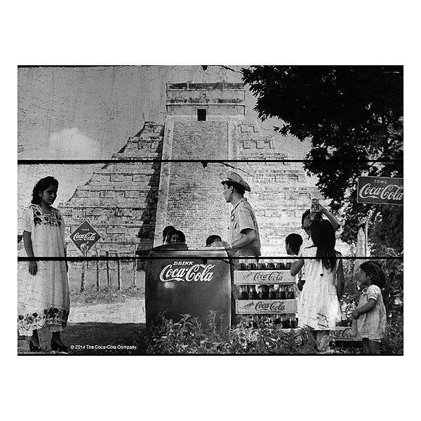Placa Retangular Decorativa de Madeira Coca-Cola Pirâmide - 36 x 50 cm