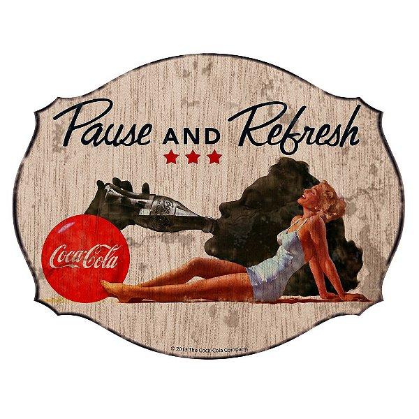 Placa Retangular Decorativa de MDF Coca-Cola Blond Lady Pause and Refresh - 34 x 44 cm