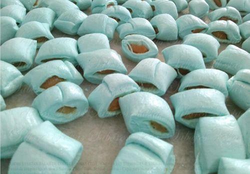 Doces para festas - Bala de coco com recheio de doce de leite cor azul - 1 Kg - Produto caseiro - Feito por encomenda