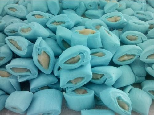 Docinhos para casamento - Bala de coco com recheio de beijinho cor azul - 1 kg - Produto caseiro feito por encomenda