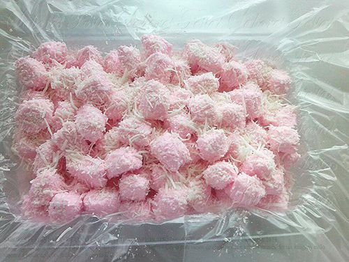 Doces para festa infantil | Balas de coco caseiras geladas | Cor rosa | 1 Quilo