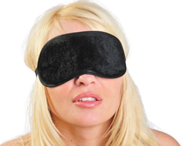 Máscara em pelúcia preta