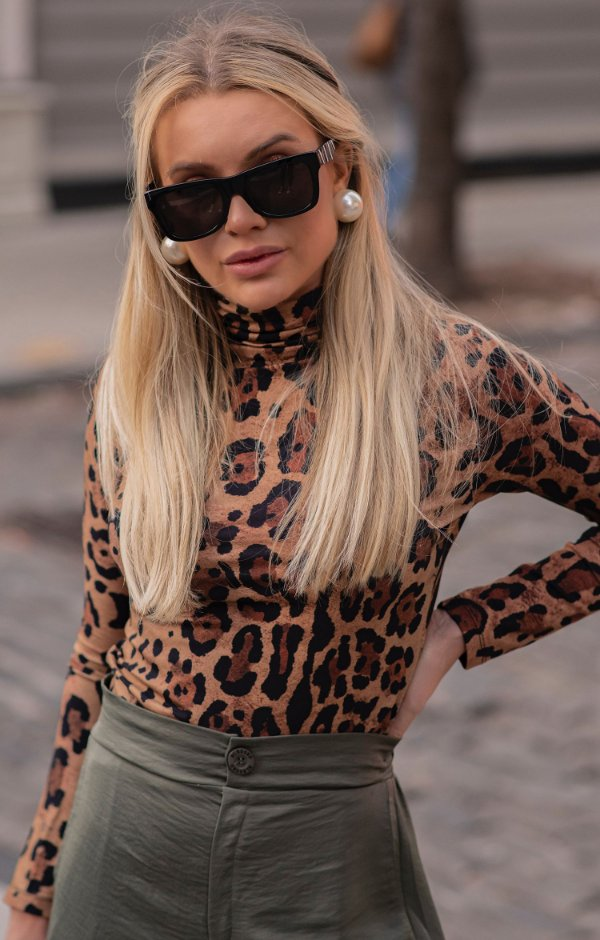 NYC COLLECTION   Blusa Gola Alta Carrie