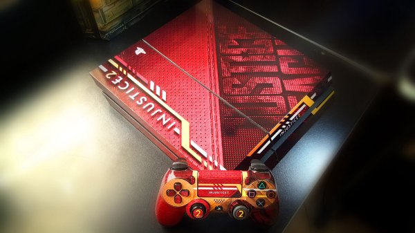 Skin Adesiva para PlayStation 4 - Injustice 2 + 2 Adesivos Light Bar