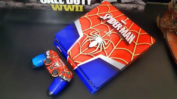 Skin Adesiva para PlayStation 4 - Spider Man + 2 Adesivos Light Bar
