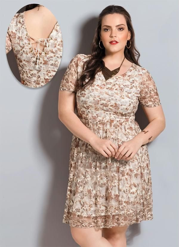 Vestido de Renda Floral Plus Size