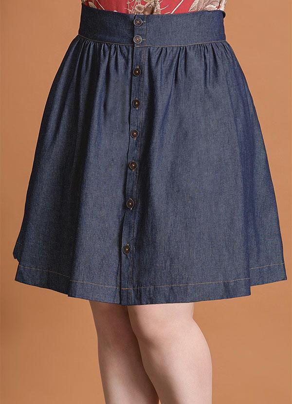 Saia Evasê Jeans com Botões Frontais Plus Size