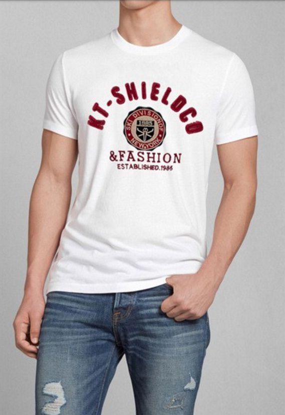 T-Shirt Masculina Branca com Bordado Vinho