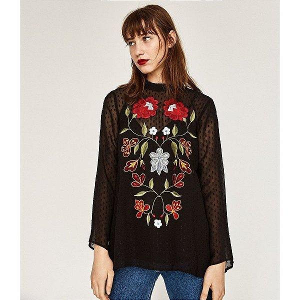 Blusa Preta com Flores